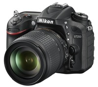 Nikon D7200 + 18-105 mm VR + 16GB Ultra + originální brašna + B+W UV filtr + poutko na ruku!