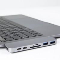 Hyper USB-C Hub s Thunderbolt 3 - stříbrný