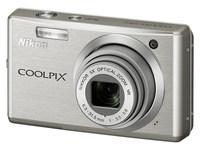 Nikon Coolpix S560 stříbrný