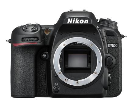 Nikon D7500 + 18-200 mm VR
