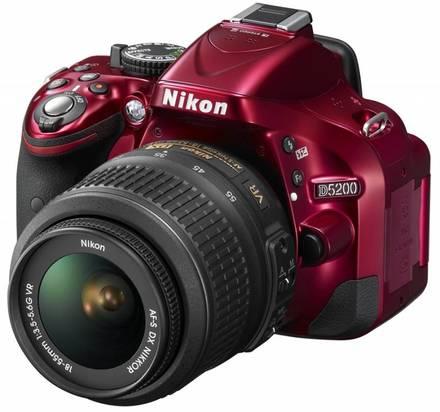 Nikon D5200 + 18-55 mm VR II červený