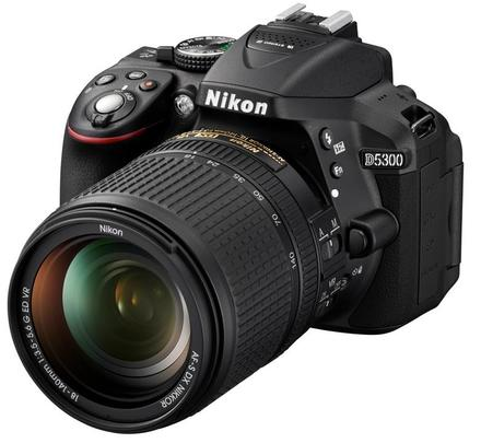 Nikon D5300 + 18-140 mm VR + 32GB Ultra + originální brašna + UV filtr 67mm + dálkové ovládaní!