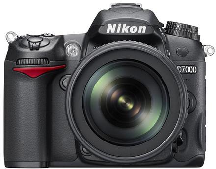 Nikon D7000 + 18-200 mm VR II