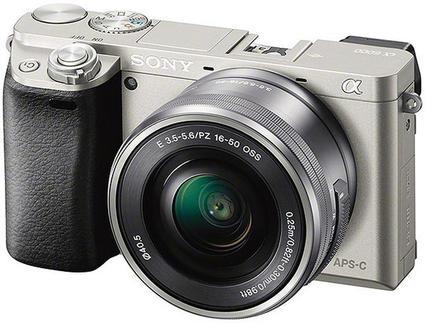 Sony Alpha A6000 tělo stříbrný + 50mm f/1,8 SEL!