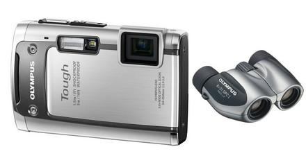 Olympus TG-610 stříbrný + dalekohled 8x21 DPC I zdarma!