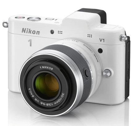 Nikon 1 V1 + 10-30 mm bílý + 16GB karta + originální brašna + poutko na ruku!