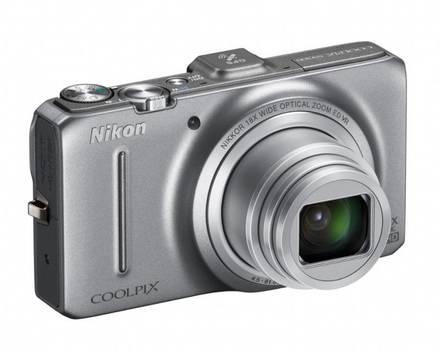 Nikon Coolpix S9300 stříbrný