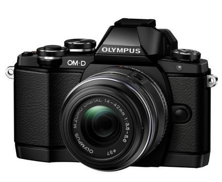 Olympus OM-D E-M10 + 14-42 mm II R černý + 16GB karta + brašna + PL filtr + utěrka!