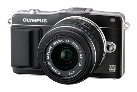 Olympus E-PM2 + 14-42 mm II R černý + 8GB karta + brašna TLZ 10 + poutko na ruku!