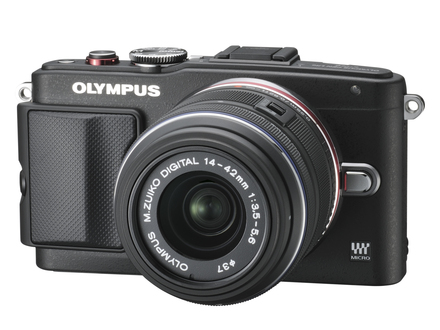 Olympus PEN E-PL6 + 14-42 mm II R + blesk FL-LM1