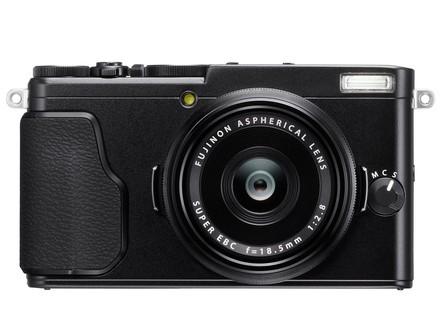 Fujifilm Finepix X70 černý + 32GB karta + pouzdro!