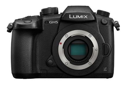 Panasonic Lumix DC-GH5 + 12-60 mm Leica DG + DMW-XLR1E + RODE mikrofon NTG4+