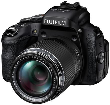 Fujifilm Finepix HS50 + 16GB Ultra karta + brašna TLZ 20 + UV filtr 58mm + poutko na ruku!