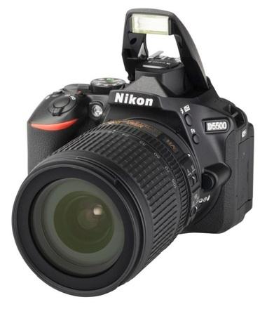 Nikon D5500 + 18-105 mm VR + 16GB Ultra + originání brašna + UV filtr 67mm + dálkové ovládaní!