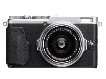Fujifilm Finepix X70 stříbrný + 32GB karta + pouzdro!