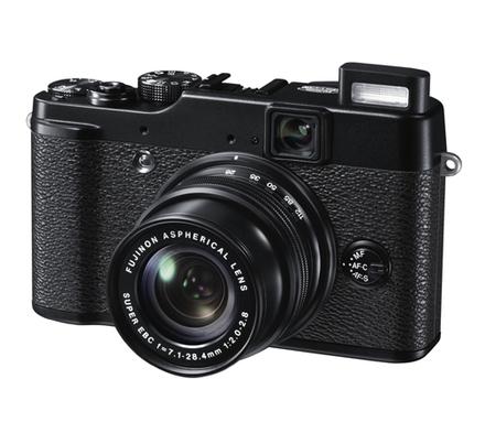 Fujifilm Finepix X10 + 8GB Ultra karta + originální pouzdro + akumulátor + poutko zdarma!