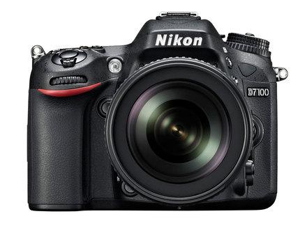 Nikon D7100 + 18-105 mm VR + 16GB Ultra + originální brašna +  poutko na ruku!