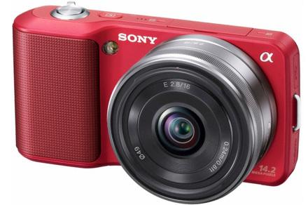 Sony NEX-3 červený + 16 mm + fotokniha zdarma!