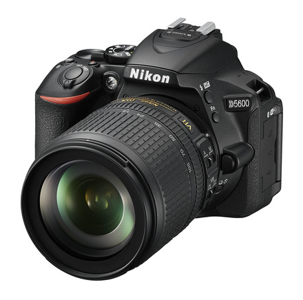 Nikon D5600 + 18-105 mm VR černý