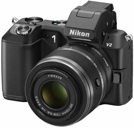 Nikon 1 V2 + 10-30 mm černý + 16GB karta + originální brašna + poutko na ruku + utěrka!