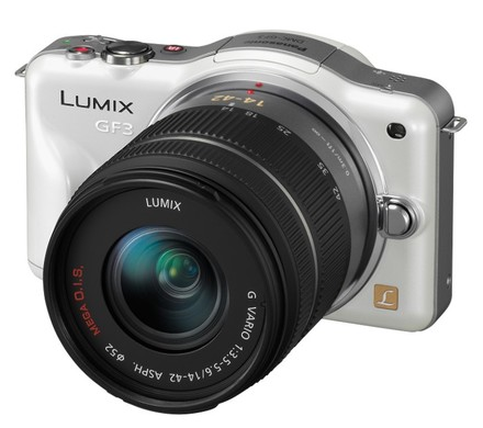 Panasonic Lumix DMC-GF3 bílý + 14-42 mm