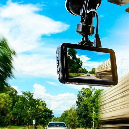 Kreativní středa s autokamerami TrueCam a LAMAX