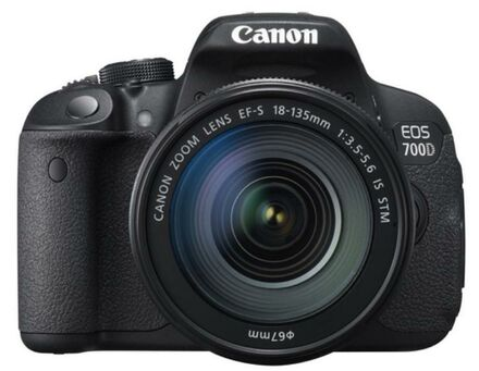 Canon EOS 700D + 18-135 mm IS STM + 16GB karta + brašna + filtr UV 67mm + poutko!