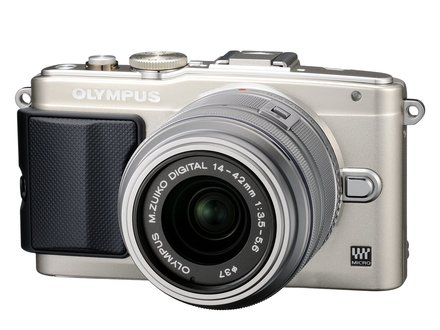 Olympus PEN E-PL6 + 14-42 mm II R + blesk + 40-150 mm R stříbrný + 1GB karta + brašna BIIN + utěrka!