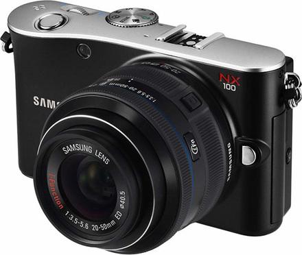 Samsung NX100 + 20-50 mm + blesk SEF20A zdarma!