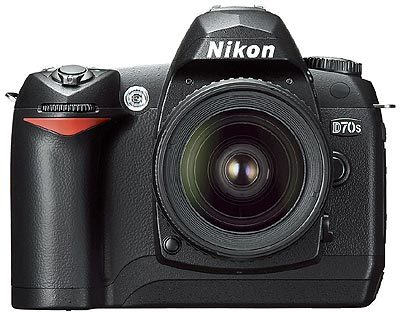 Nikon D70s + 18–70mm + CF 2 GB + Battery Grip + fotobrašna!