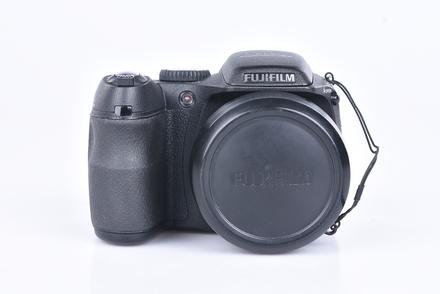 Fujifilm FinePix S2000 bazar