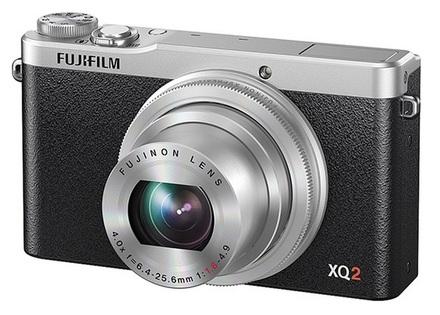 Fujifilm XQ2 stříbrný